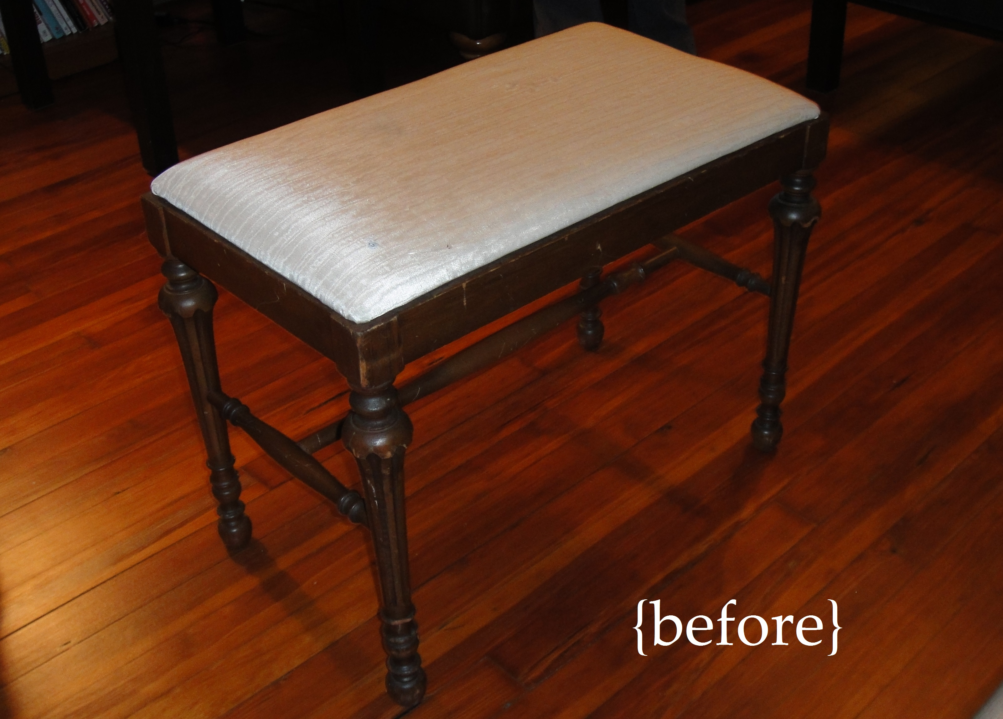 Piano bench before. Reupholstering ... & Guest Post: So Pretty Is As Pretty Does; Another Easy Reupholstery islam-shia.org