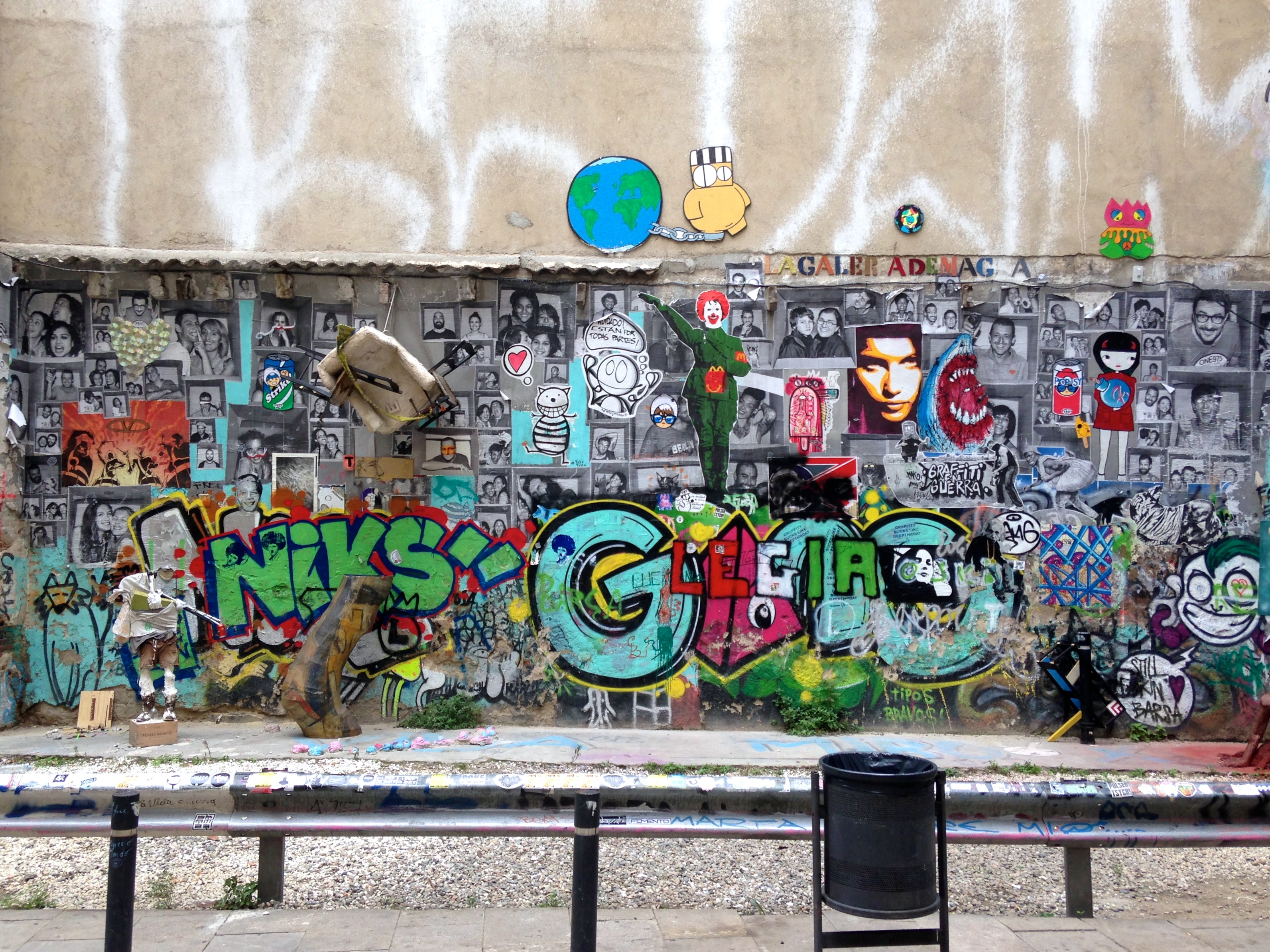 Graffiti wall barcelona - Collaborative Graffiti Wall